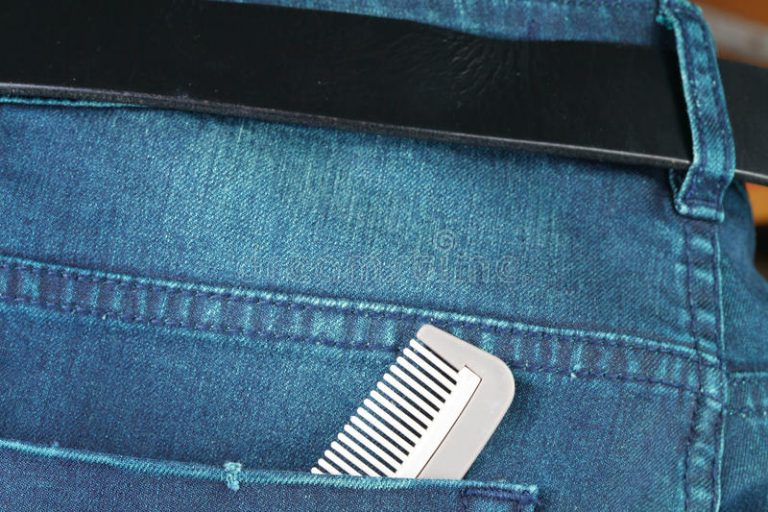 अपने पॉकेट की जेब में कंघी रखना अच्छा है या बुरा