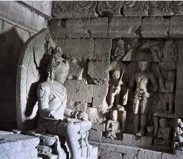इंडोनेशिया की श्राप वाली देवी के मंदिर का रहस्य