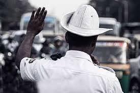 उस चौराहे पर ट्रैफिक पुलिस की आत्मा ड्यूटी कर रही है