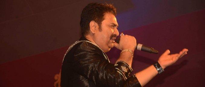 जब भारत के लोकप्रिय गायक कुमार सानू का गीत सुनकर मूर्छित विदेशी बच्चा होश में आ गया