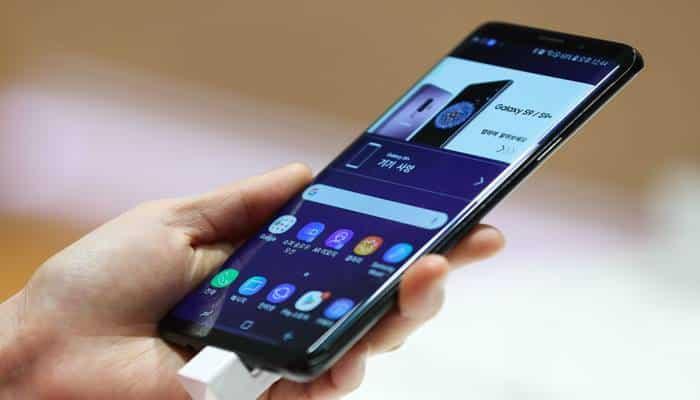दक्षिण पूर्व में रखा मोबाइल फोन खर्चे बढ़ाता है