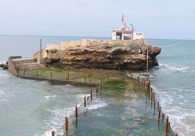 निष्कलंक महादेव का मंदिर जहाँ पांडवों ने भगवान शिव से अपने पापों के लिए क्षमा माँगी थी